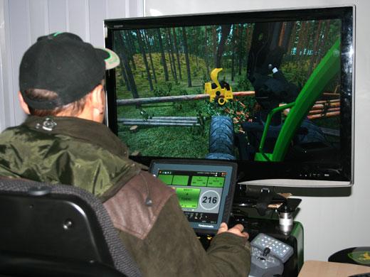 Simulattorin testailua Metko 2008 -messuilla.