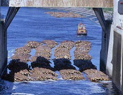 sulutusyksikköä vedetään ulos kanavasta